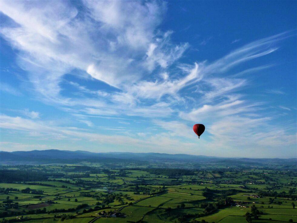 ciel-avec-montgolfiere_2-1-980x735